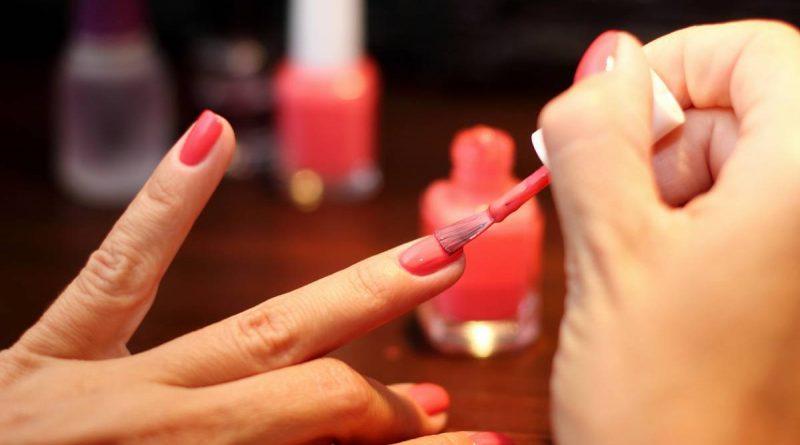 ¿Cómo barnizar tus uñas en primavera con Essie?